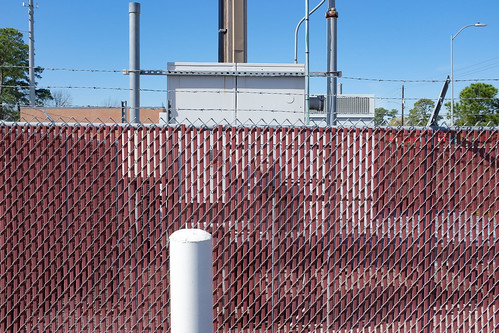 closeup fence houston landscapeurban lines oakforest outdoor texas x100 chainlink poles red