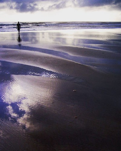 What brings you peace? #peaceful #peacefullness #peacefullplace #travelpic #travelgram #seashore #sunrise #canavieiras #canavieirasbahia #beachesinbrazil #beautifuldestinations #natgeotravel #artmagazine #horizon #lonelyplanet #lonelyearth #zenbeach #zent