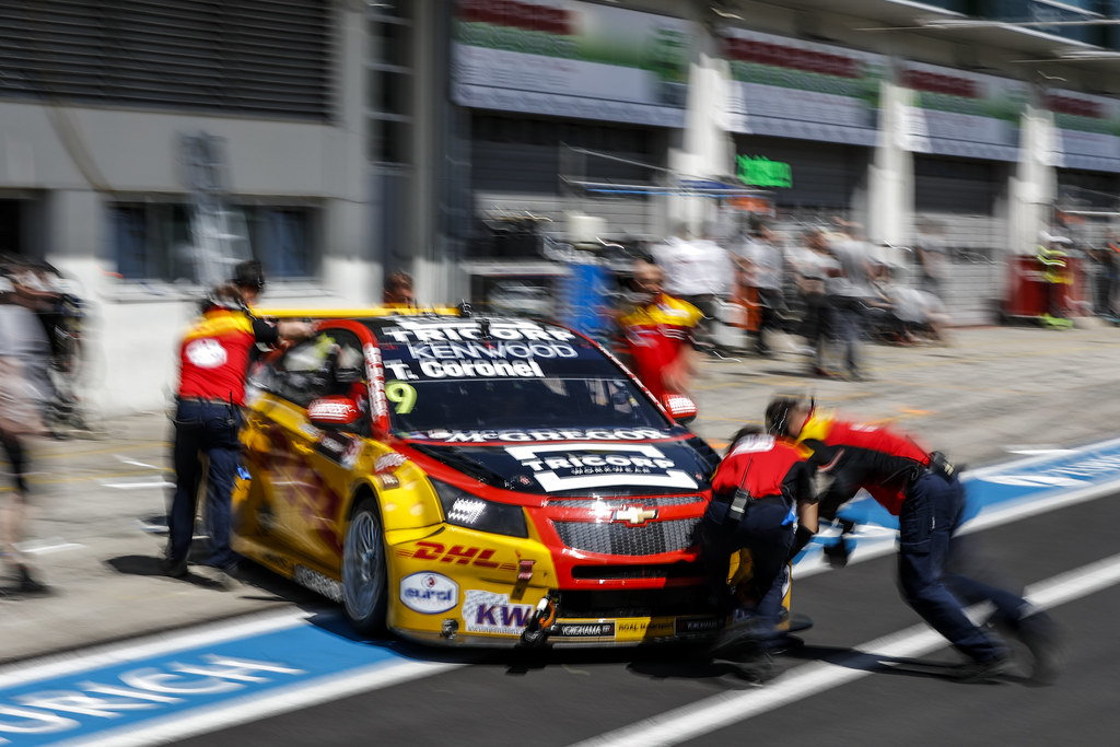 09 CORONEL Tom (ned), Chevrolet RML Cruze team ROAL Motorsport, ambiance pitlane during the 2017 FIA WTCC World Touring Car Race of Nurburgring, Germany from May 26 to 28 - Photo Florent Gooden / DPPI