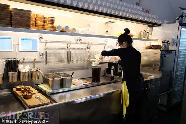 神仙草-柴燒嫩仙草專賣店,就是要滿足愛吃冰的台中朋友們~ 天然自製的仙草食材,搭配夏天限定的盛裝雪花冰真是大滿足! @強生與小吠的Hyper人蔘~