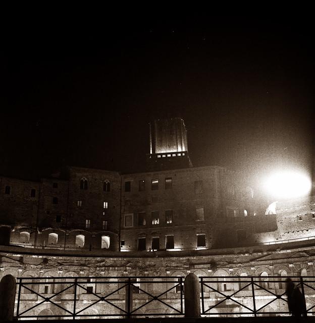 Rom by night