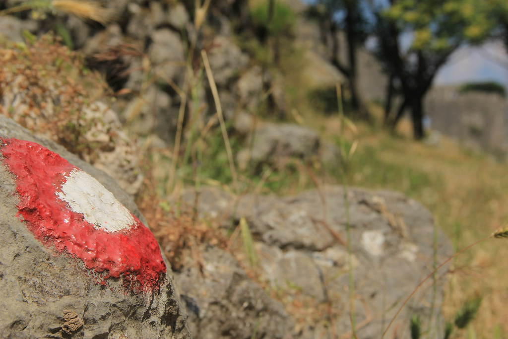 These red and white target symbols marked the walking routes up the mountainside