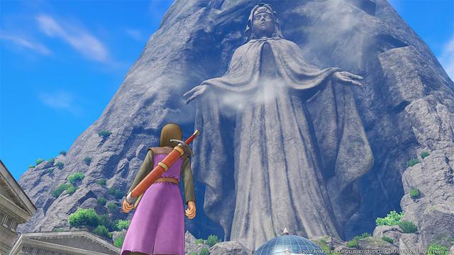 雲をつく巨大な像