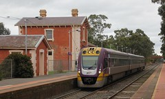 VL15 is picking up passengers at Kangaroo Flat before continuing South to Melbourne