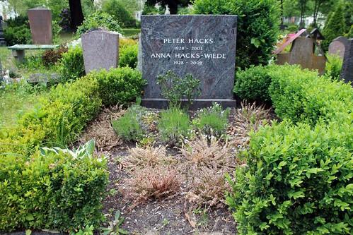 Das Grab von Peter Hacks