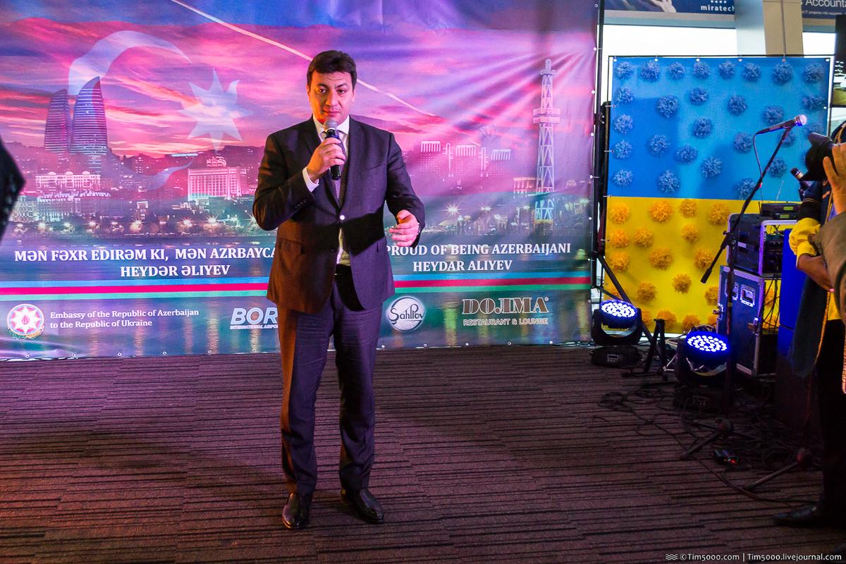 Посол Азербайджана в Украине Азер Худиев