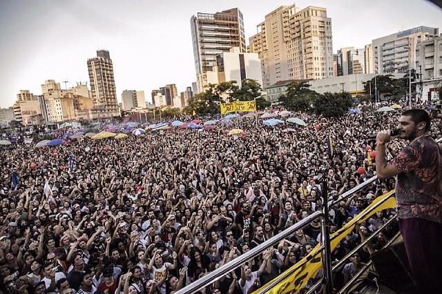 La manifestación en la capital paulista ocurrió en Largo da Batata, zona oeste; entre los músicos que se presentaron estaba Criolo - Créditos: Colectivo Directas Ya