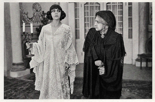 Asta Nielsen and Mary Scheller in Das Feuer (1914)