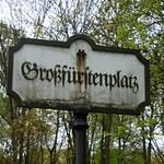 3. Das den Großfürstenplatz bezeichnende Schild