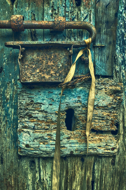 The Decaying Door of, Canon EOS M, Canon EF-M 22mm f/2 STM