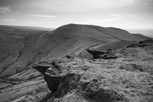 landscape derbyshire peakdistrict darkpeak southhead mountfamine gritstone gritstonetors moorland kinderscout blackwhite