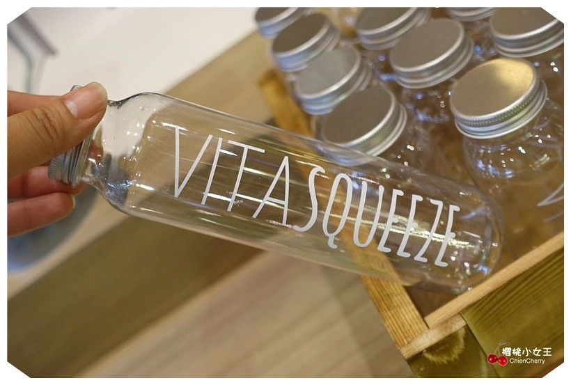 Vita Squeezzz 微時光,新板誠品,漸層果汁,蔬果汁飲品,輕食下午茶,野餐餐點,下午茶,帕尼尼,板橋聚餐,慢磨果汁,氣泡果汁,現打果汁,板橋輕食