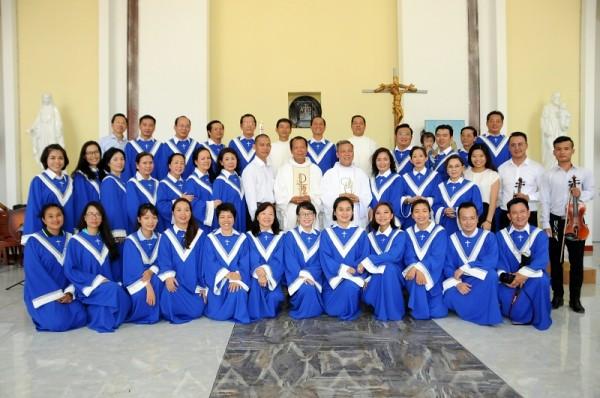 Giới Doanh nhân Công giáo Sài Gòn đến thăm giáo điểm Doi Lầu