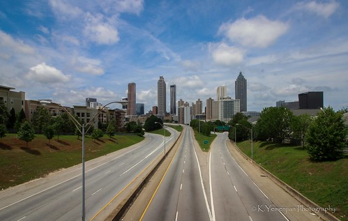atlanta atlantaga downtownatlanta georgia georgiausa walkingdead city landscape traffics ghost ghostcity building towers street bridge empty evacuation evacuated bluesky clearsky clouds details trees green ghosttown canon highway lane