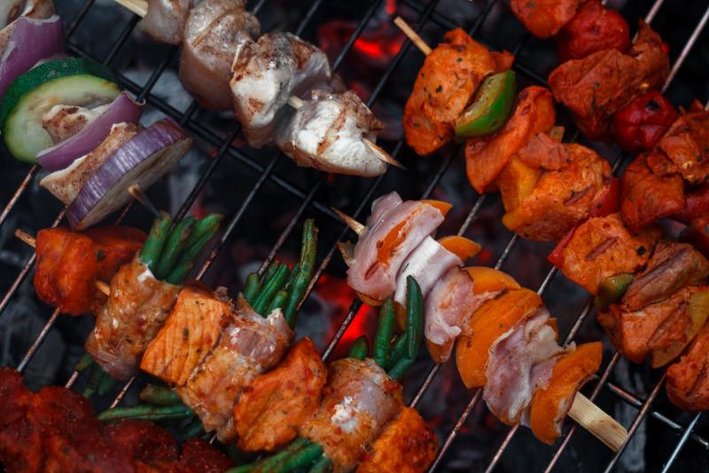 Grillen BBQ im Sommer Spieße zum Selbermachen