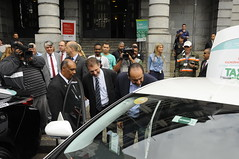 Prefeitura de Belo Horizonte lança frota de táxis híbridos
