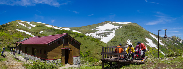 山の家と平標山~エビス大黒ノ頭の風景