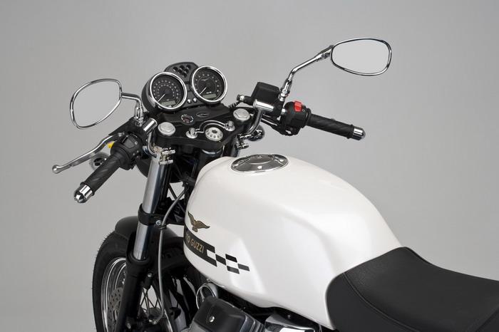 Moto-Guzzi V7 750 Cafe Classic 2010 - 38