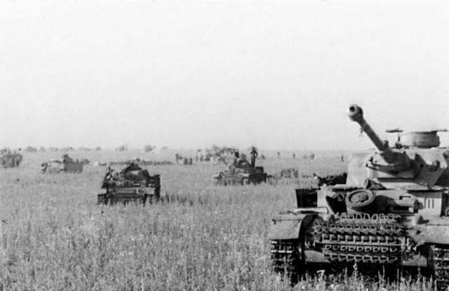 """Μπελγκορόντ – Αυτοκινούμενα οβιδοβόλα (Stugs), άρματα Panzer Mk II και Mk IV συγκεντρώνονται και προετοιμάζονται για την """"Επιχείρηση Citadel"""