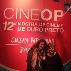 Noix e a querida Alice Gonzaga no hall do belo Cine Villa Rica, em Ouro Preto, na noite de  abertura da 12a Mostra de Cinema de Ouro Preto...  #BlogAuroradeCinemaregistra  #cinema #cinedia #instagood #movies#alicegonzaga #woman #femme #minssge #mostradeci