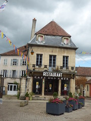 Rue de l'Ancienne Comédie, Semur-en-Auxois - Restaurant Cafe des Arts - Photo of Corrombles