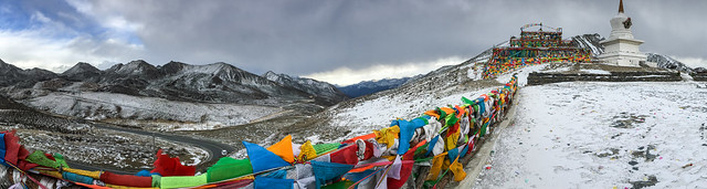 Panoramic view of Zheduo Mountain pass, elevation of 4298 meters 折多山の峠のパノラマ