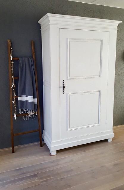 witte kast met ladder