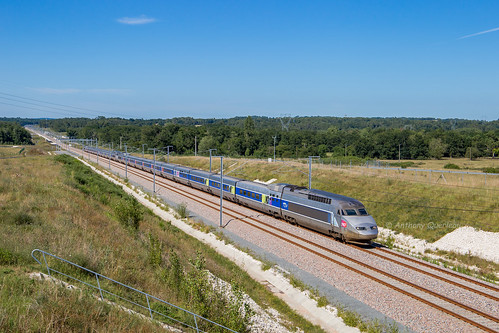 04 juillet 2017  TGV A 403-311  Train 8545 Paris -> Irun  Cézac (33)