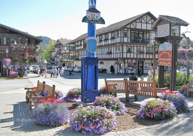 Downtown Bavarian Village, Canon POWERSHOT SX100 IS
