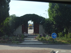 Avenue Charles de Gaulle, Beaune - roundabout with hidden vineyard