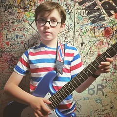What an awesome week! A definite highlight was listening to Sayer play at such a cool theatre! It's tradition to get a picture against the signed wall backstage- the next album cover? #happyfriday #talentshow #nineyearold #guitarplayer #fender #lincolnthe