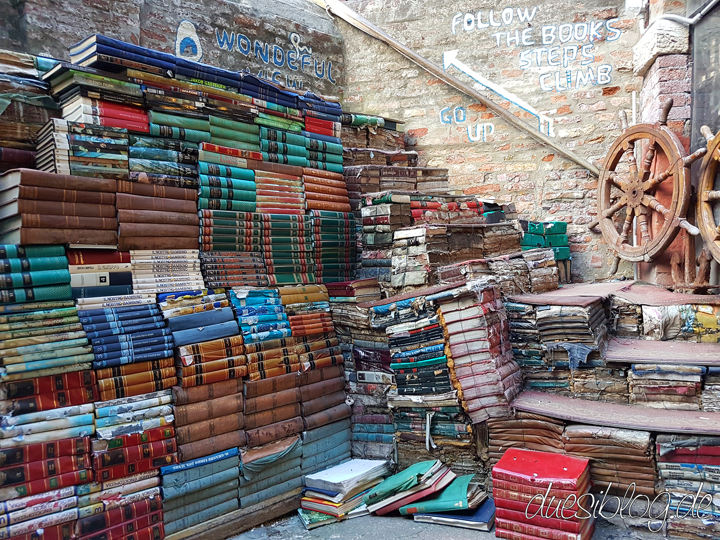 Venice Libreria Aqua Alta travelblog duesiblog 36