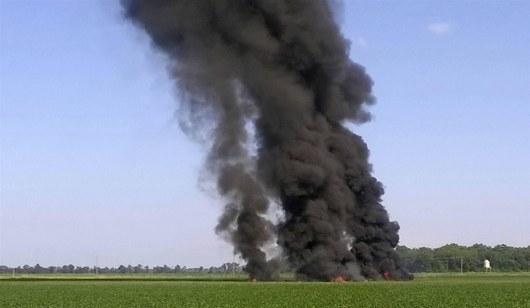 تحطم طائرة عسكرية في أمريكا  (6)