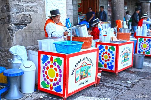 ayacucho departamentoayacucho muyuchi culturaquechua quechua tradiciones perú sudamérica plazasdearmasdelperú plazadearmasdeayacucho colores trajestípicos helados
