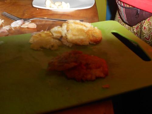 コロンビアの料理らしい。青いバナナをつぶして揚げただけ(無味)