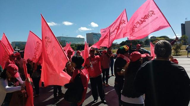 Manifestantes na Esplanada dos Ministérios, em Brasília (DF) - Créditos: Reprodução