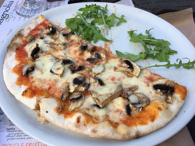 Funghi pizza - Magnolia