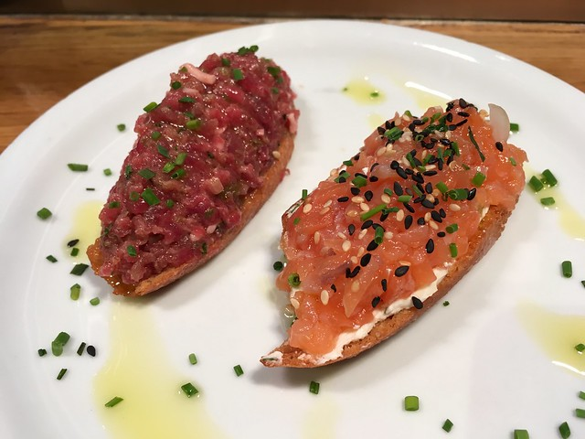 Tartare and salmon montaditos - Paco Meralgo