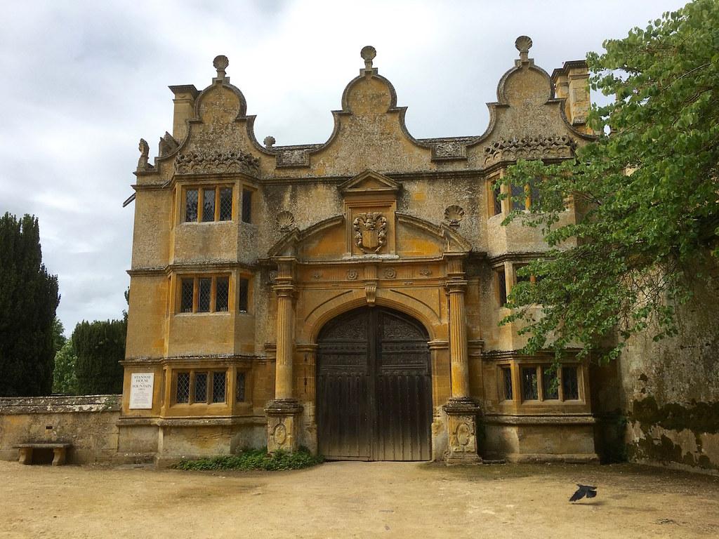 Gateway to Stanway House Moreton-in-Marsh Grand Circular walk