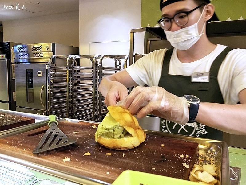 35254467745 69748d2266 b - 台中【世界第二好吃的現烤冰淇淋菠蘿麵包】外酥內軟冰火雙享受(已歇業)