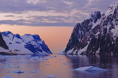 Expeditions-Trekking Antarktische Halbinsel. Cape Renard mit Lemaire-Kanal. Foto: Günther Härter.