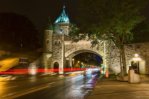 canoneos5dmarkiii canon 5d3 5diii canon1635mmf28lii 1635mm quebec canada nightview longexposure stone arch rampart street lights lighttrail