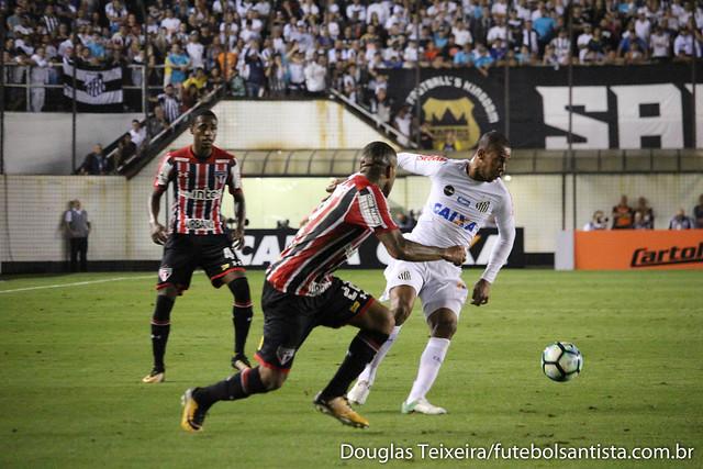 Lance de Santos 3 x 2 São Paulo, partida válida pelo Brasileirão 2017, disputada na Vila Belmiro