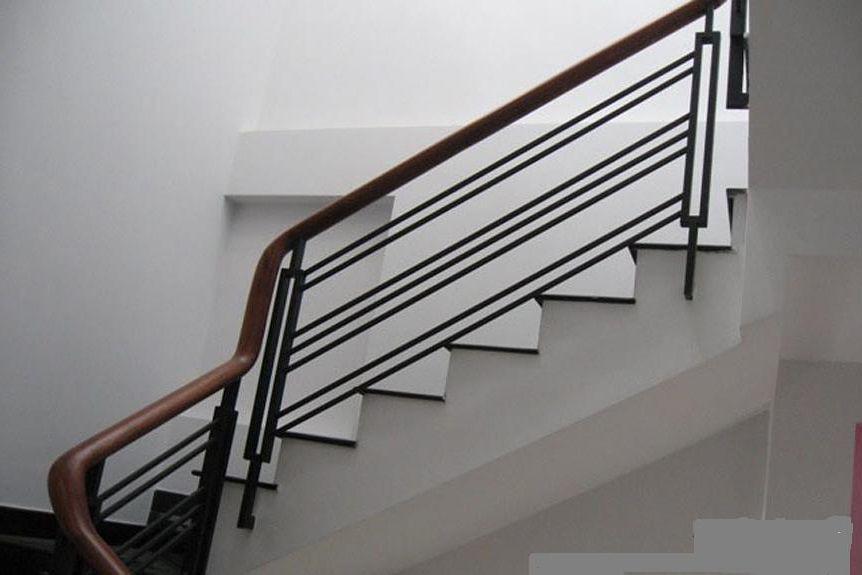 Giá tay vịn cầu thang song sắt gỗ căm xe CK1178 bao nhiêu tiền 1 mét dài?