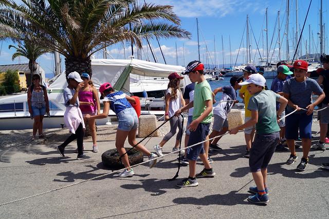 Opération de nettoyage du port de Porquerolles