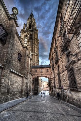 toledo castillalamancha españa spain europa europe nikon hdr photomatix photoshop perspectiva contraste calle arquitectura arco catedral torre atardecer sunset arte street