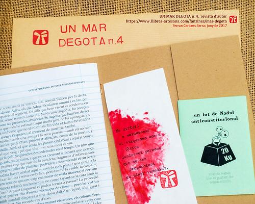 Un mar degota n.4, revista d'autor de Ferran Cerdans Serra. Adjunts a la butxaca.