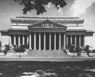 Photograph of a View of the National Archives from Constitution Avenue