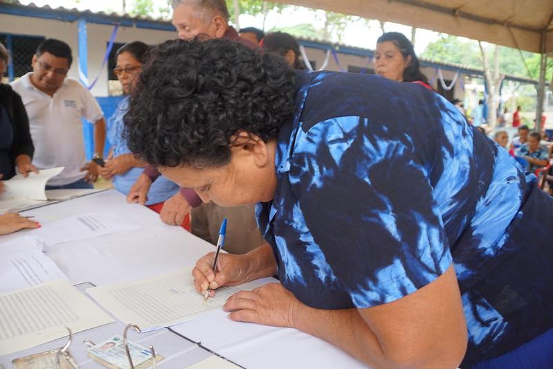 Familias de cooperativa La Criba firmaron sus escrituras