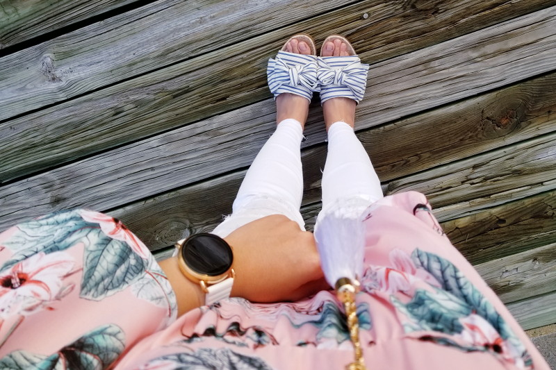 bow-slides-white-jeans-pink-floral-top-4